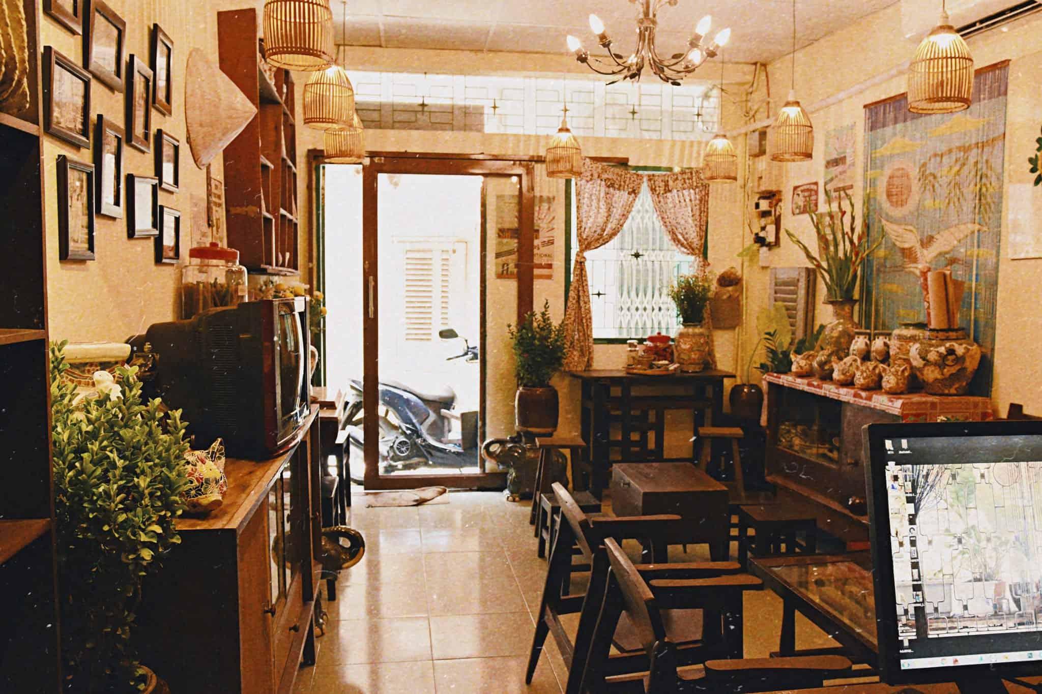 Không gian cà phê của nhà Ngoại Homestay